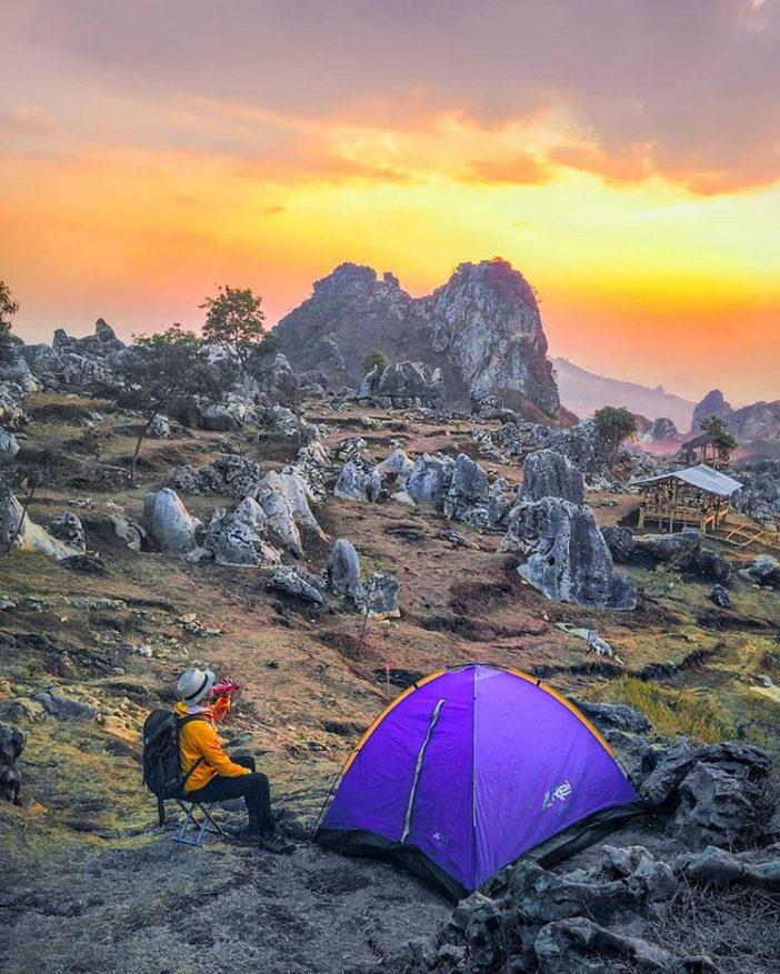 wisata camping di bandung Stone Garden Geopark