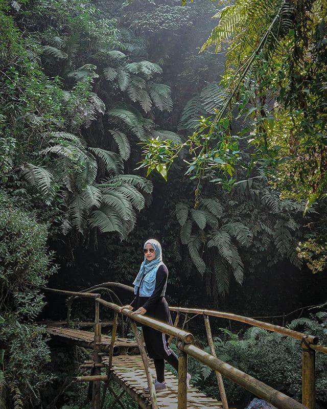 tempat wisata bandung Curug Tilu Leuwi Opat Lembang