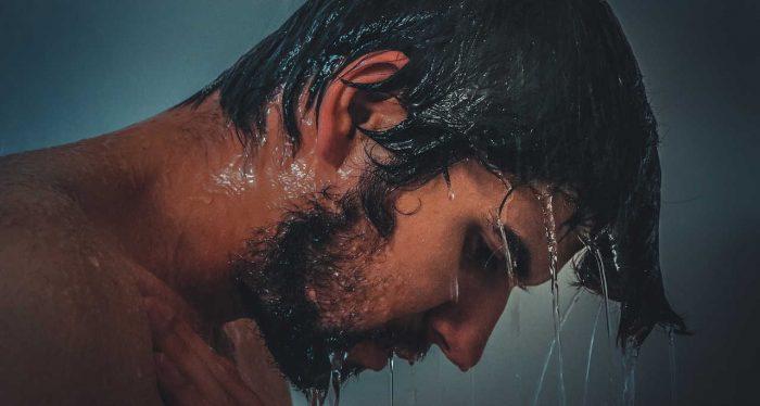 kebiasaan mandi yang salah